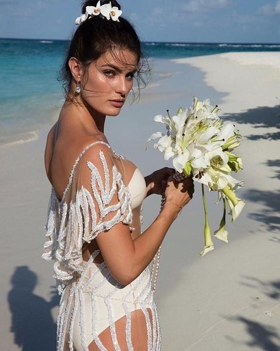 ESC: Isabeli Fontana, Di Ferrero, Wedding Dress