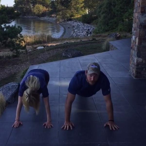 Chris Pratt, Anna Faris, 22 Pushup Challenge
