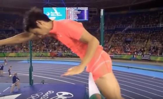 Atleta japonês pênis salto com vara