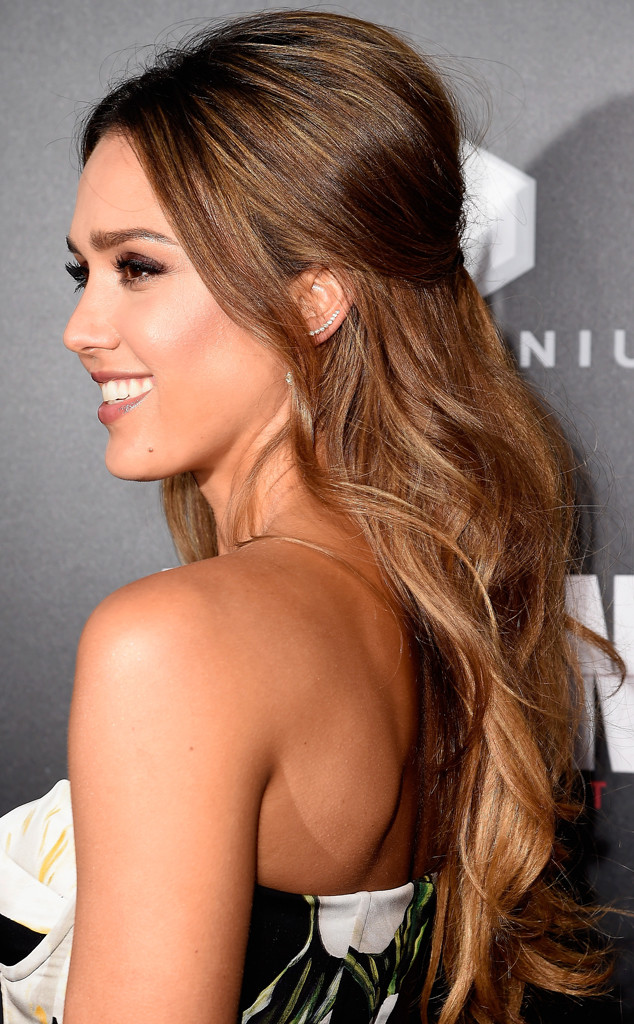 How To Get Jessica Alba S Romantic Hair It S Honestly So