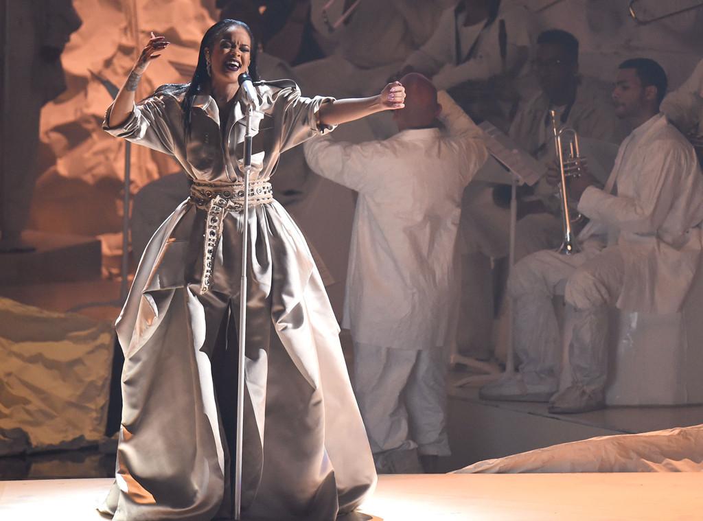 Rihanna, 2016 MTV VMAs