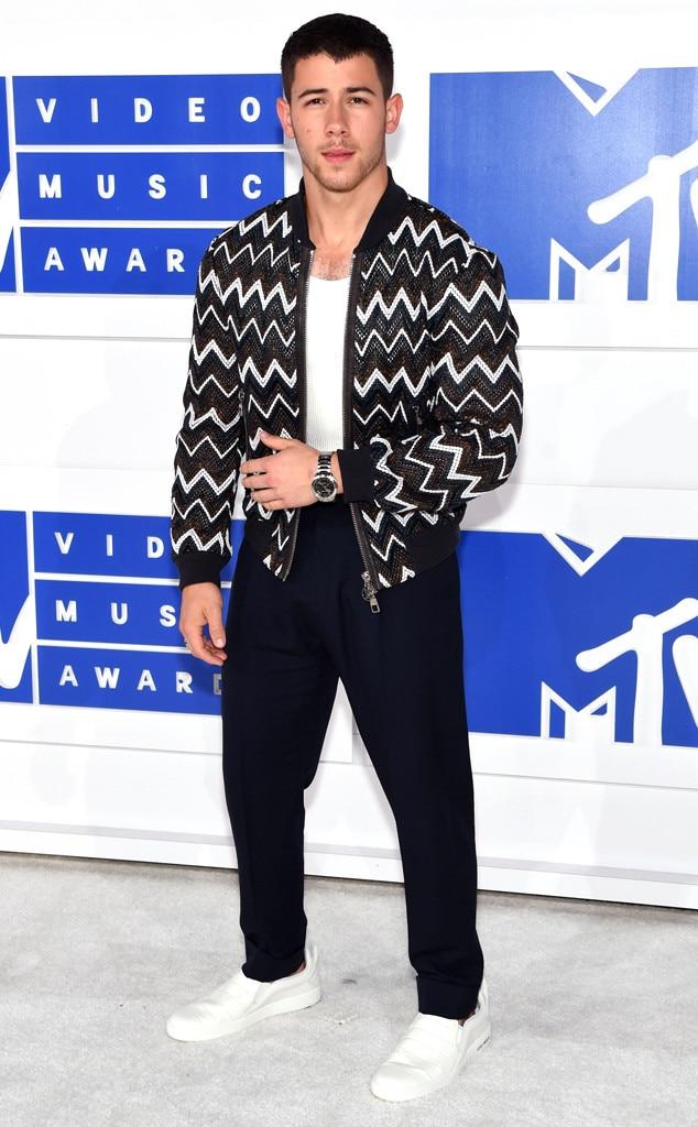 Nick Jonas, 2016 MTV VMAs