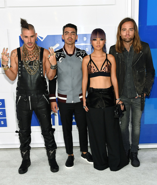 DNCE, Joe Jonas, 2016 MTV VMAs