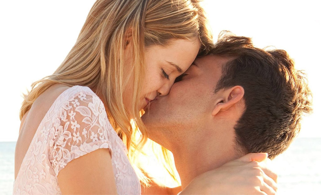 Love first tlc kiss at Everett native