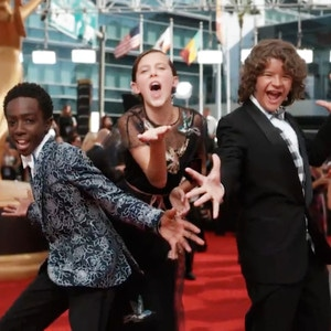 ESC: Gaten Matarazzo, Caleb McLaughlin, Millie Bobby Brown, 2016 Emmy Awards, Arrivals