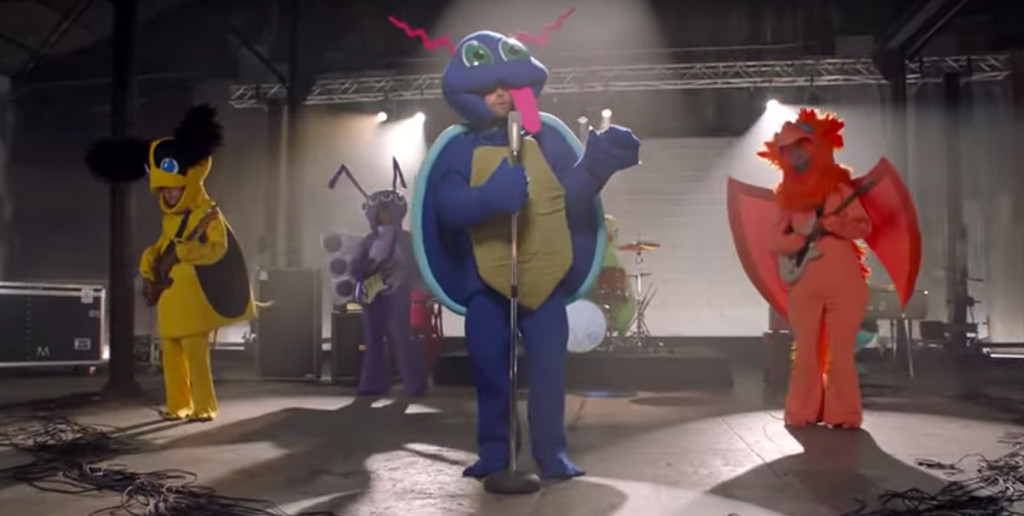 Maroon 5, Don't Wanna Know Music Video, Adam Levine