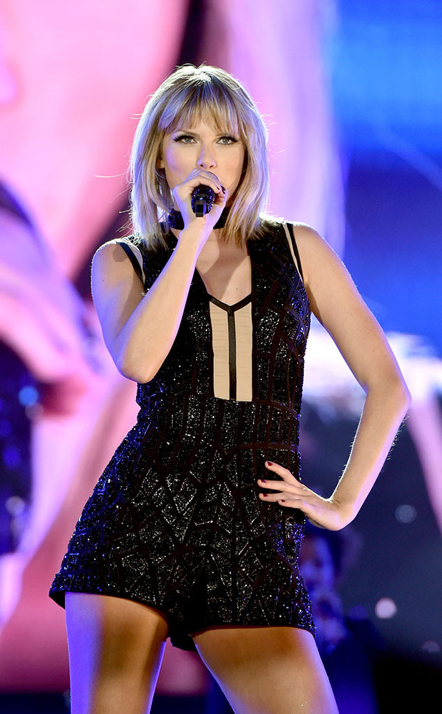 taylor swift blazes through her hits sings 39 39 this is what you came for 39 39 for 80 000 adoring. Black Bedroom Furniture Sets. Home Design Ideas