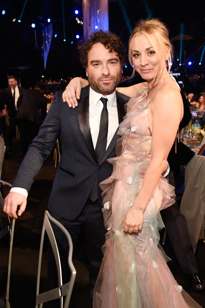 Kaley Cuoco, Johnny Galecki, 2017 SAG Awards