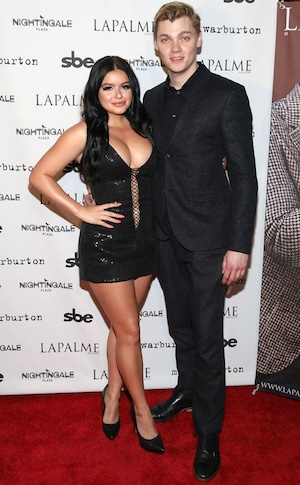 Levi Meaden, Ariel Winter