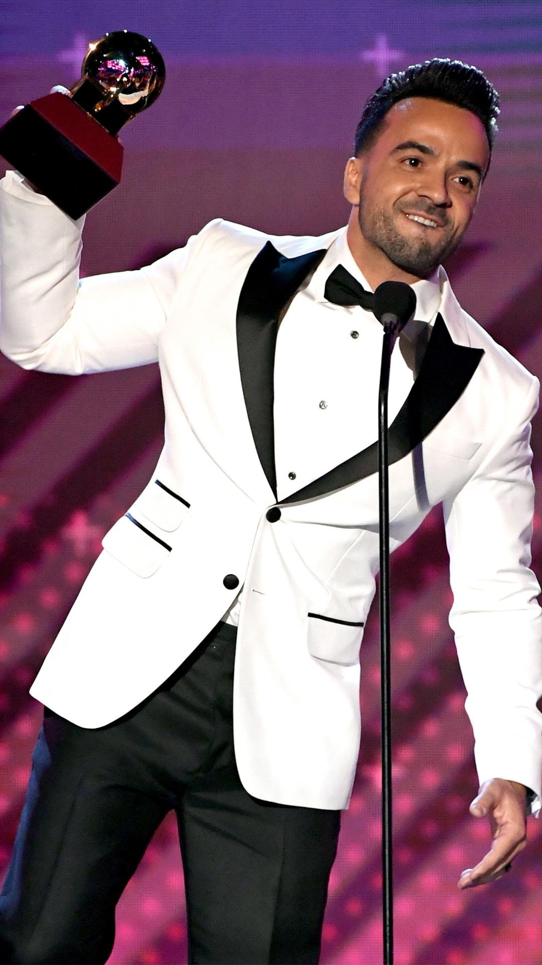 Luis Fonsi, 2017 Latin Grammy Awards