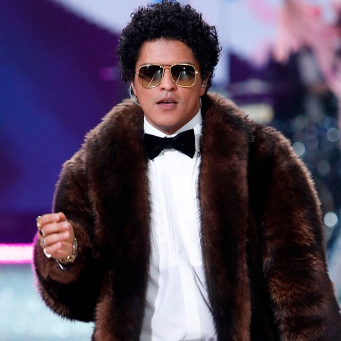 1aab6d54d4d3 24K Career: Inside the Private World of Bruno Mars, the Most Exacting Star  in Pop | E! News