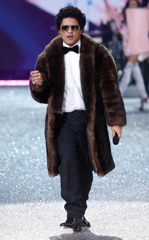 Bruno Mars, 2016 Victorias Secret Fashion Show
