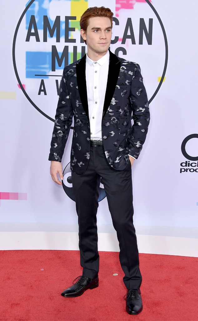 KJ Apa, American Music Awards 2017, AMAs