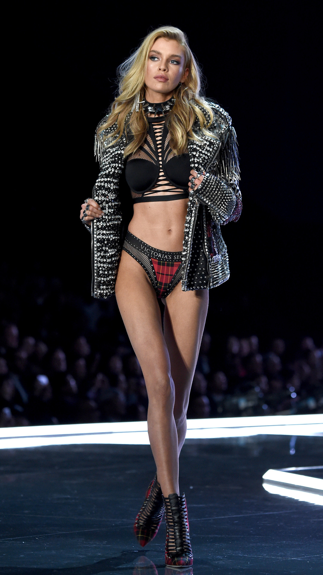 2017 Victoria's Secret Fashion Show, Stella Maxwell