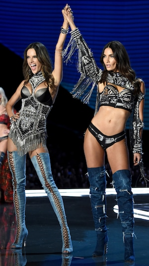 2017 Victoria's Secret Fashion Show, Alessandra Ambrosio, Lily Aldridge