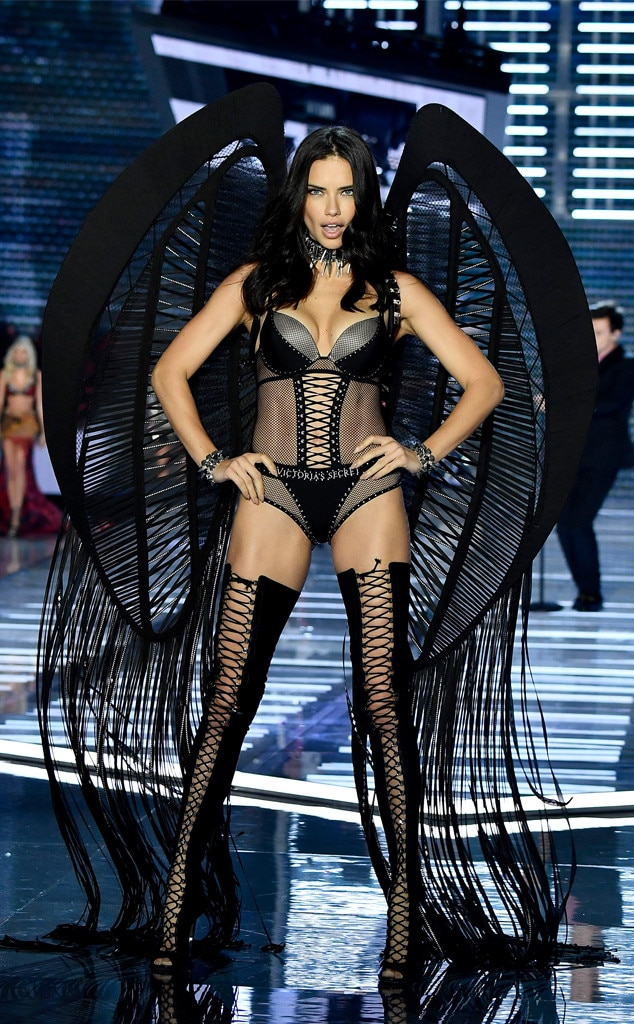 2017 Victorias Secret Fashion Show, Adriana Lima