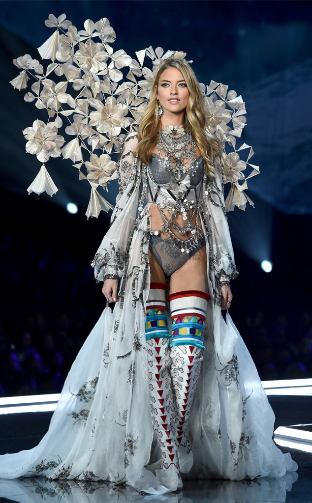 Martha Hunt from 2017 Victoria's Secret Fashion Show | E! News