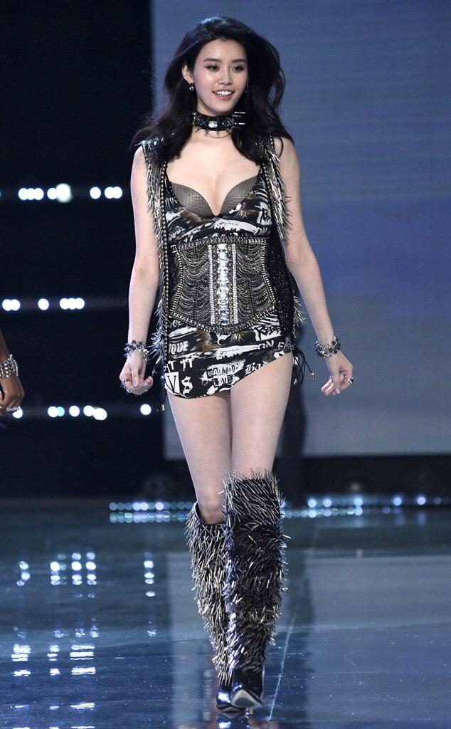 ming xi from 2017 victoria u0026 39 s secret fashion show