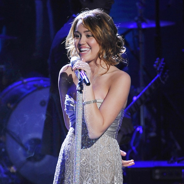 ESC: Miley Cyrus, Concert Looks
