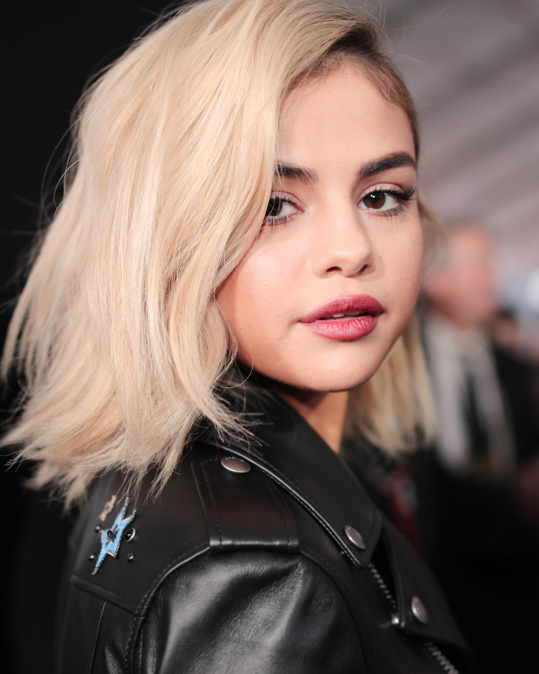Selena Gomezs Nirvana Blonde Hair Took How Long To Do E News