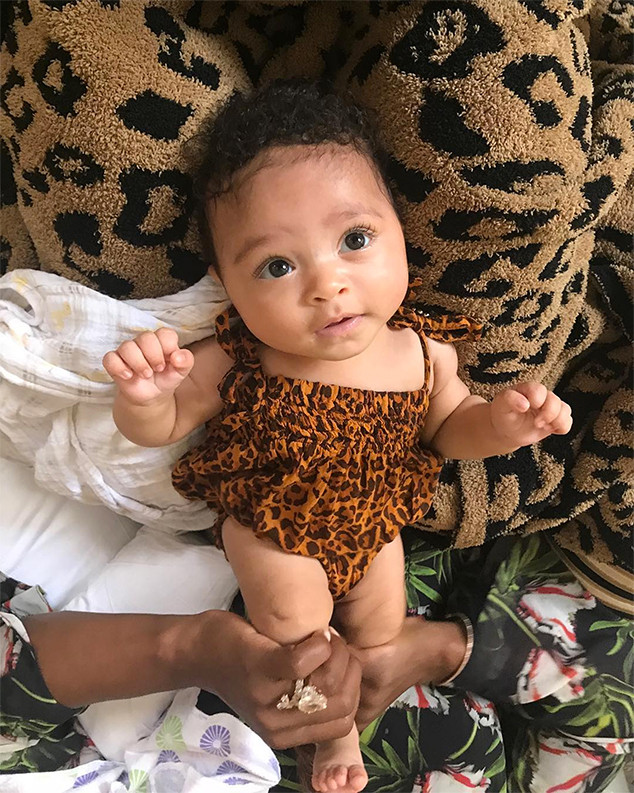 Serena Williams Shows Stunning Wedding Ring in Cute Pic of Baby