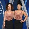 Amanda Shires, Kelly Bueno, 2017 CMA Awards