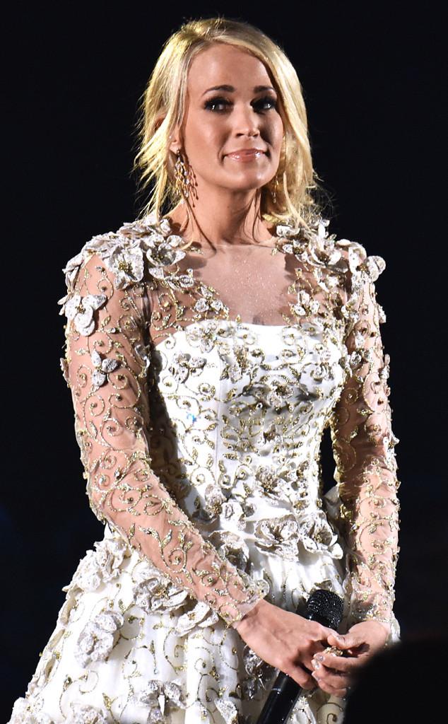 Carrie Underwood, 2017 CMA Awards, Show