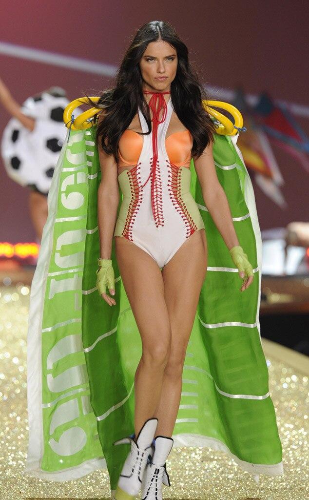 Adriana Lima, Victorias Secret Fashion Show, 2010
