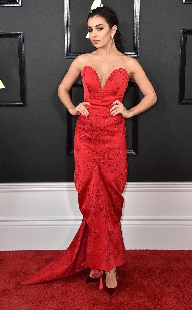 Charli XCX, 2017 Grammys, Arrivals