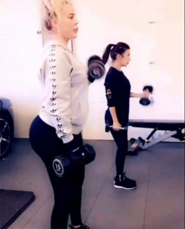 Khloe Kardashian, Pregnant, Baby Bump, Workout, Kourtney Kardashian