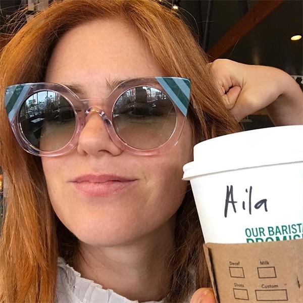 Isla Fisher, Starbucks, Cup