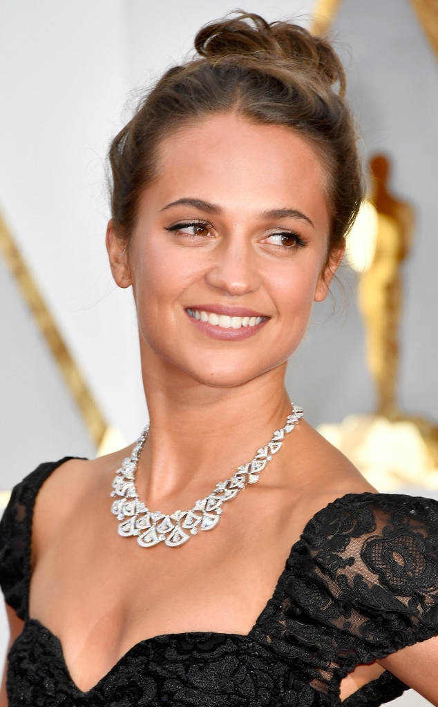 ESC: 2017 Oscars, Beauty, Alicia Vikander