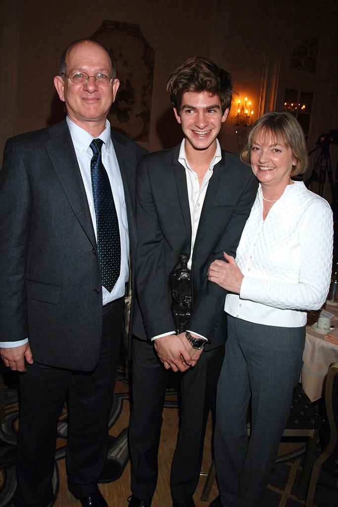 Andrew Garfield, Parents