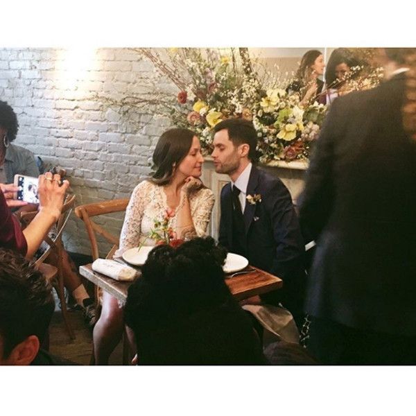 Surprise Gossip Girl S Penn Badgley Marries Domino Kirke In A