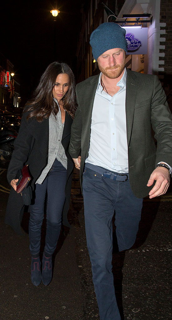 prince harry and meghan markle are total homebodies in london e online prince harry and meghan markle are