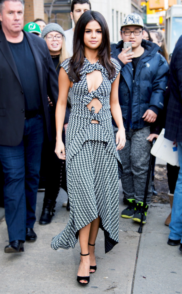 how selena gomez  co do street style at nyfw  e news