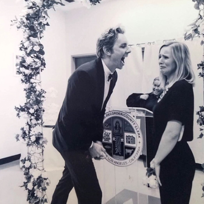 Kristen Bell S New Wedding Photo With Dax Shepard Comes At Just The Right Time E News