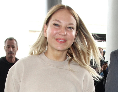 Sia Steps Out In Public And Doesn T Hide Her Face E News