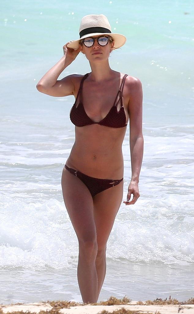 Sarah paulson bikini