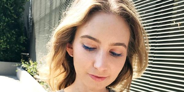 ff12f3b07e4 Blue Mascara Might Just Be Your New Signature Makeup Look | E! News  Australia