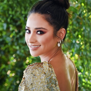 ESC: Shay Mitchell, Top Knot