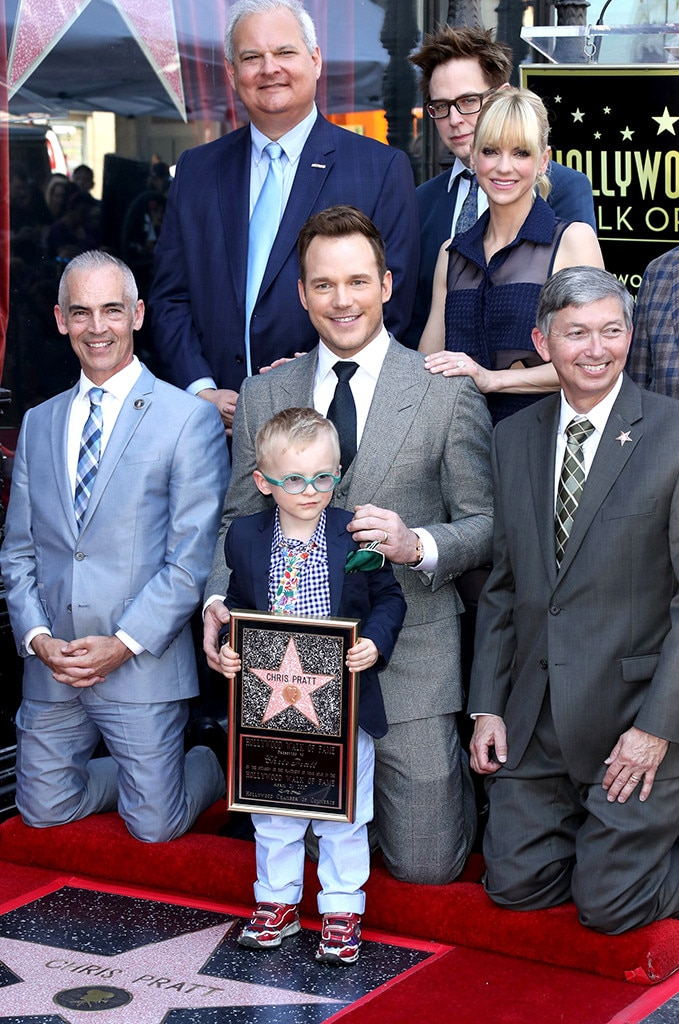 Chris Pratt med familie i billedet