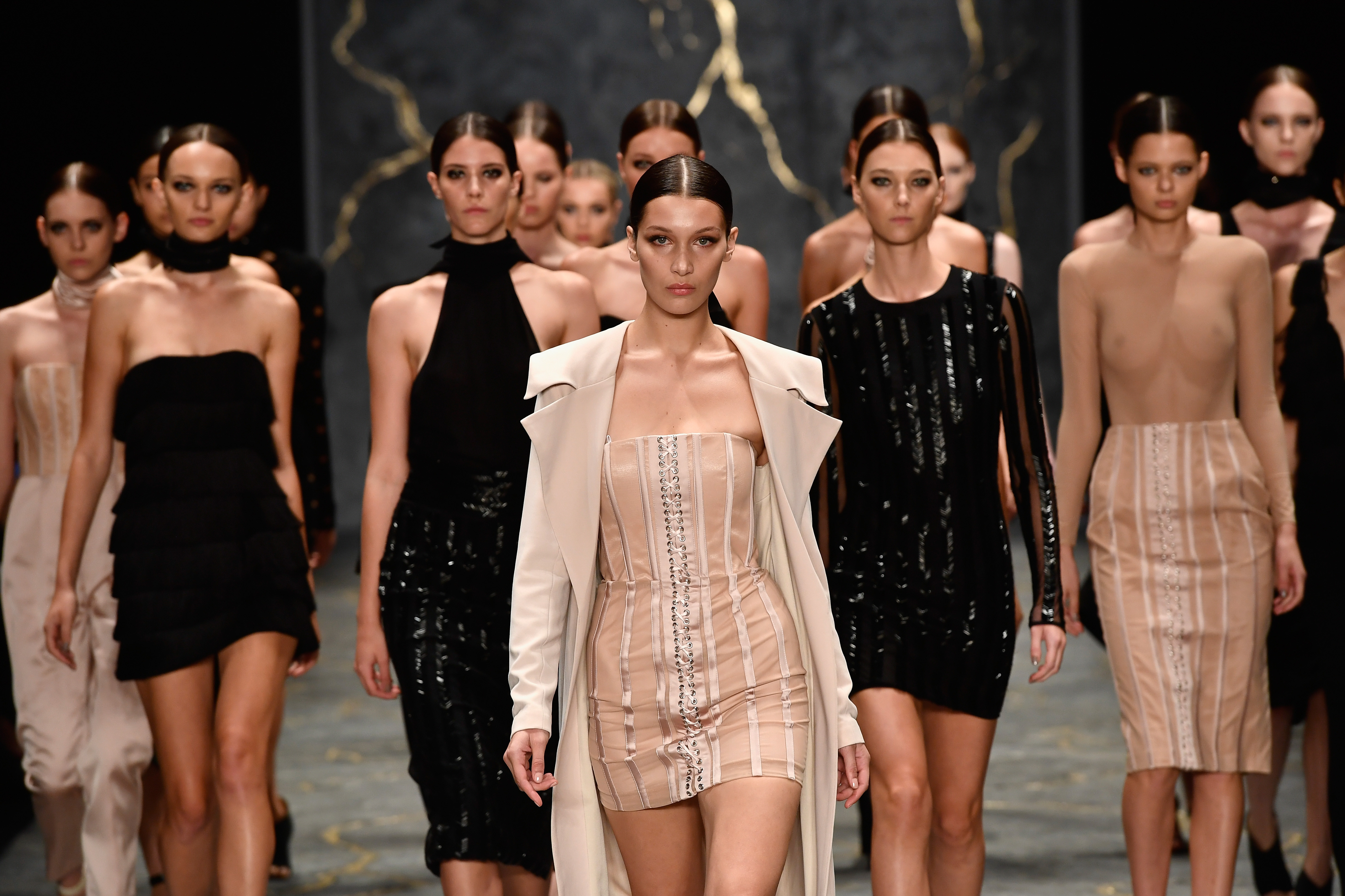 Mercedes Benz Fashion Week Australia Returns To Sydney With A Chance For Fans To Enjoy A Celeb S Eye View Of The Runway E Online Au