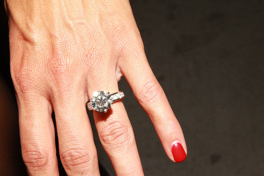 Nikki Bella S 5 Carat Engagement Ring All The Details E News