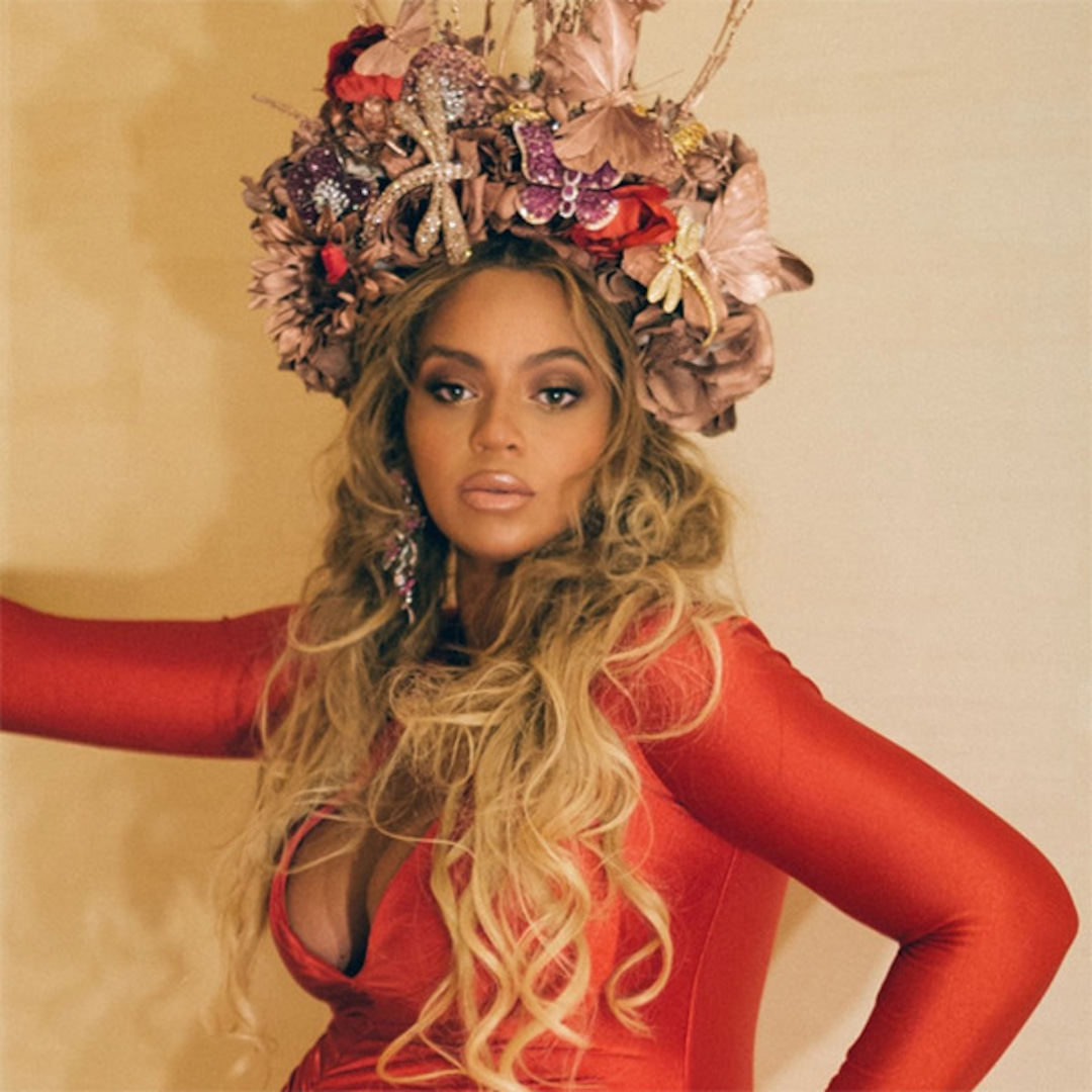 Beyonce Is A Pregnant Queen In Red Gown And Flower Crown E Online Uk