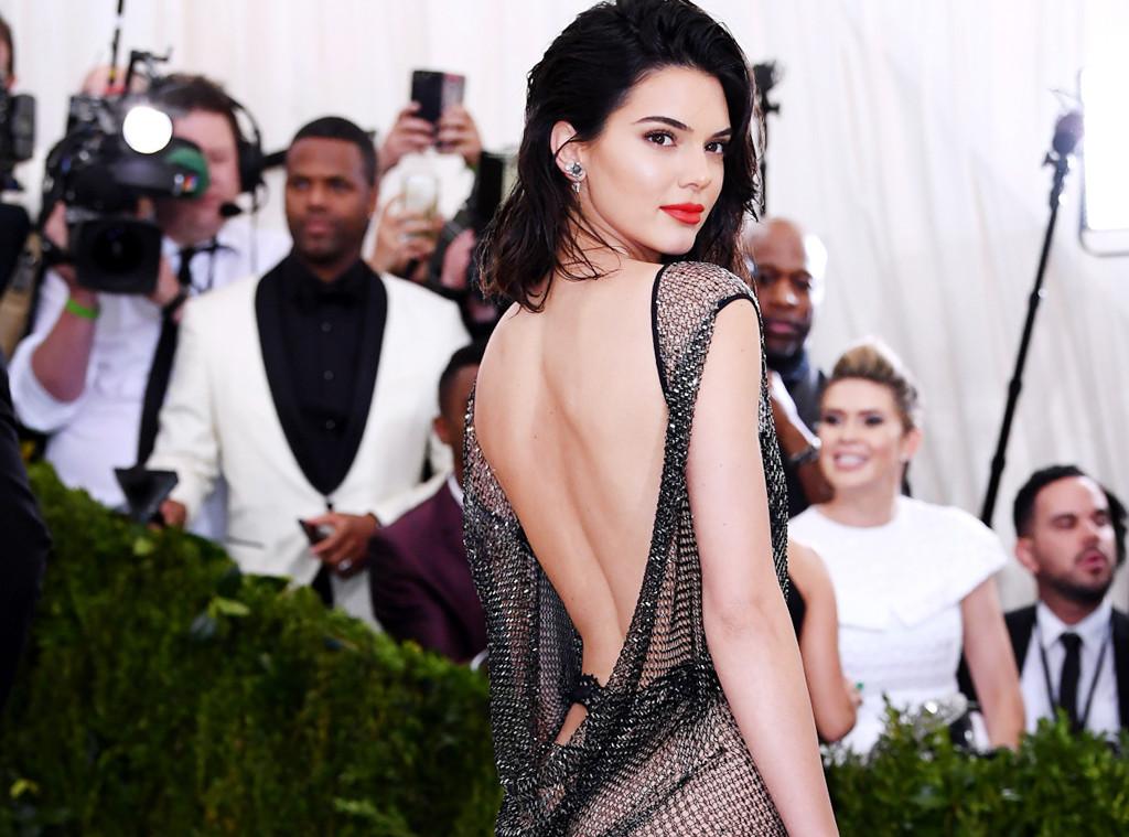 Kendall Jenner Fue Básicamente Desnuda A La Gala Del Met 2017 E News