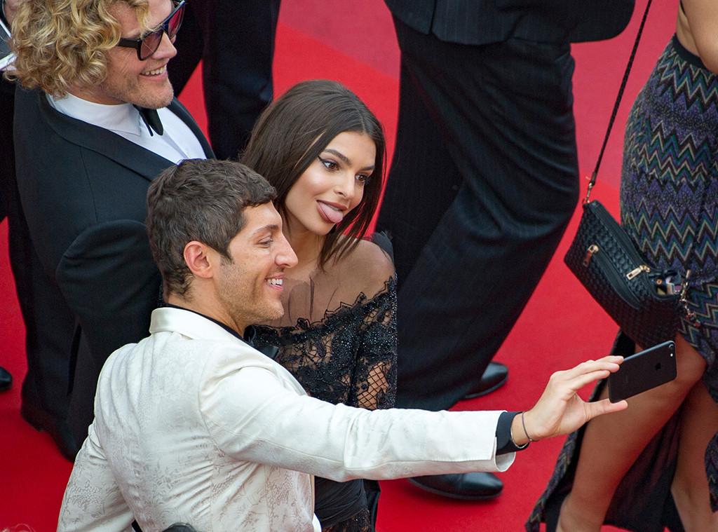 Emily Ratajkowski, Cannes, Selfie