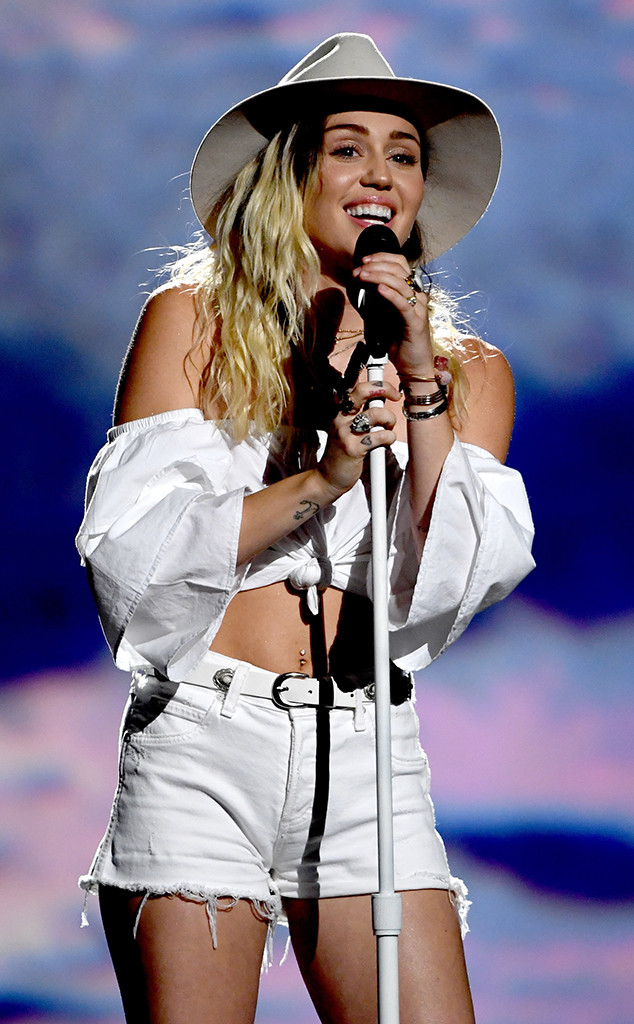 Miley Cyrus Gives Emotional ''Malibu'' Performance at the 2017 ...