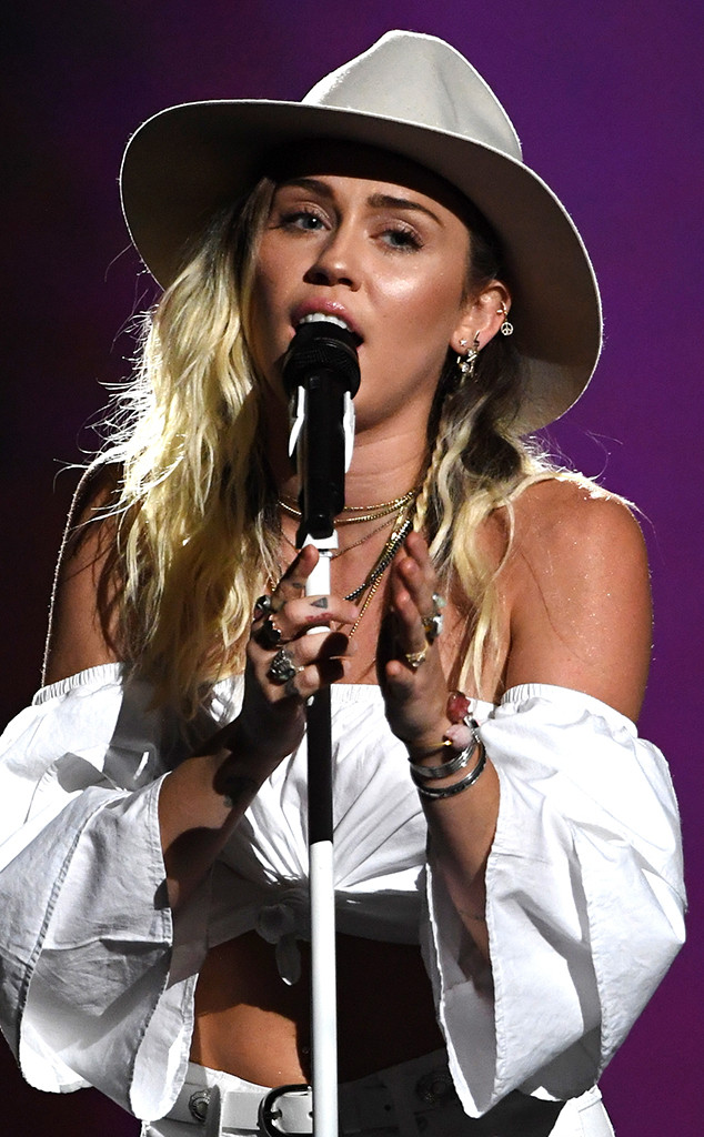 ESC: Miley Cyrus, 2017 Billboard Music Awards