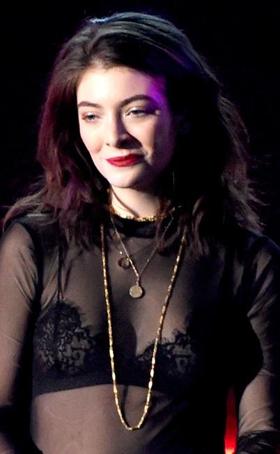 ESC: Lorde, 2017 Billboard Music Awards